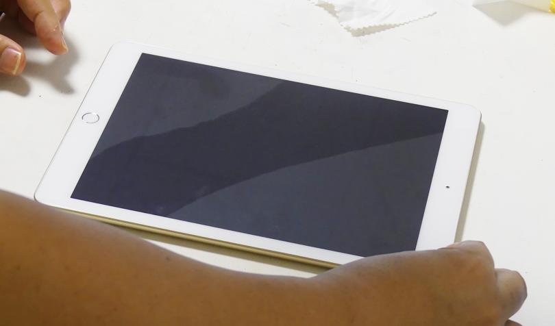 液晶フィルムの貼り方2