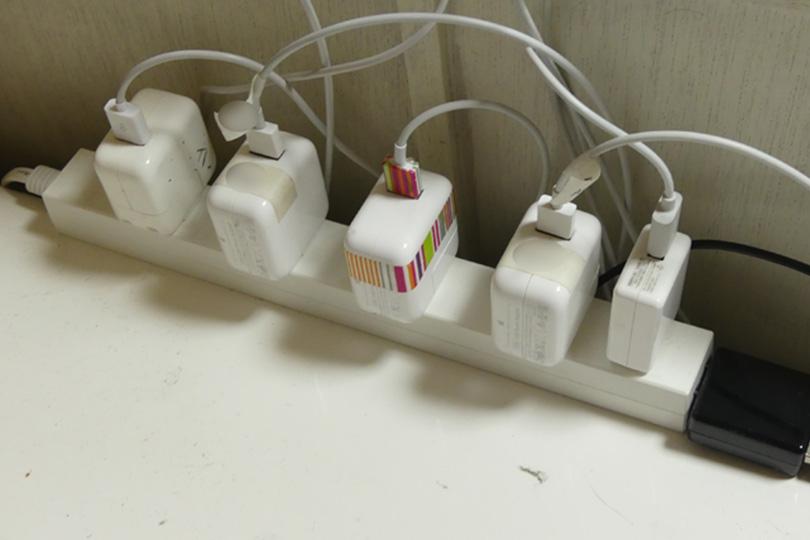 コネクターを差した電源タップ