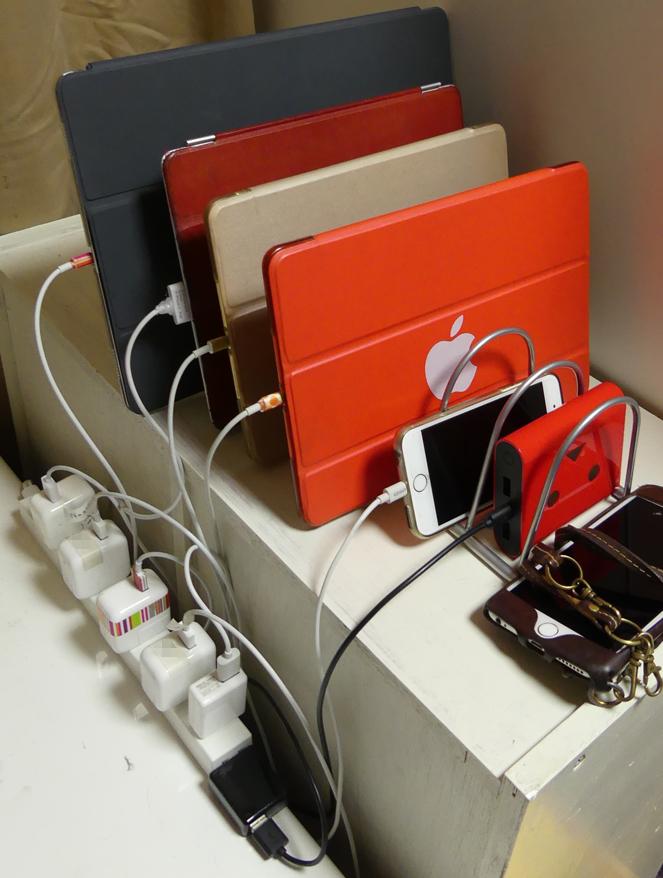 iPadをブックスタンドで管理