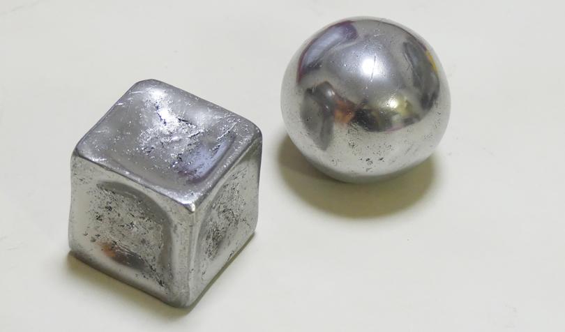 立方体と球体のアルミ