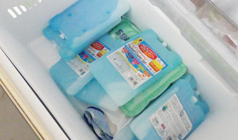 保冷剤を冷凍庫へ
