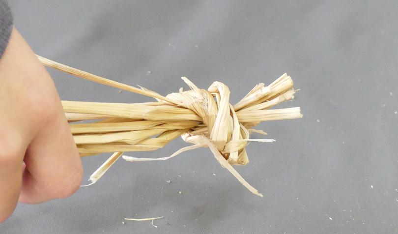 藁の端を結ぶ