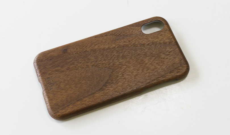 WOODWEクルミ材木製iPhoneケース表