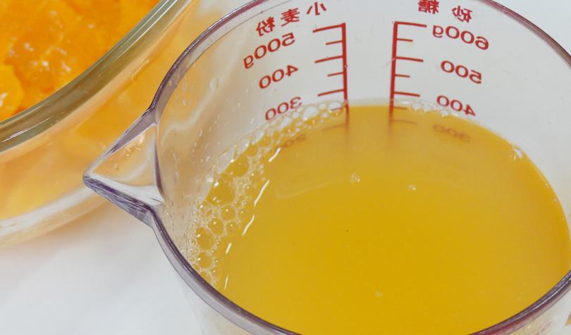 果汁と混ぜた液体