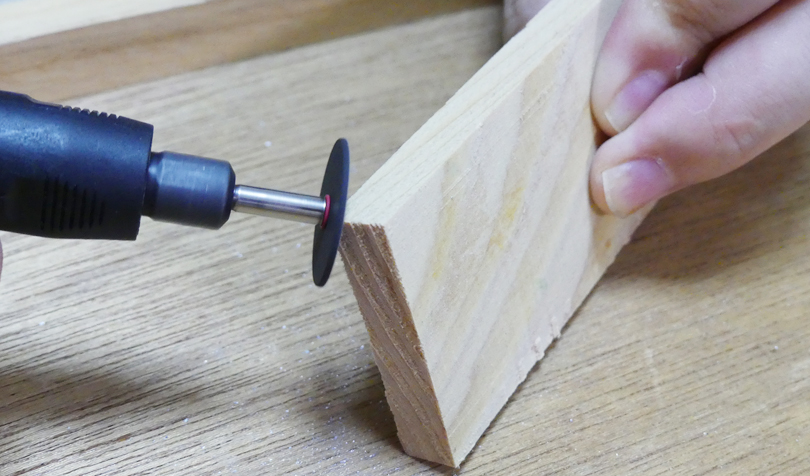 木材を削る